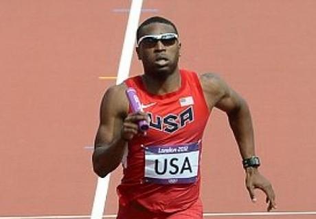 Америкалық атлет эстафетаны сынған аяқпен жүгіріп өткен