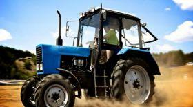Әнді «Музарттан» кем орындамайтын тракторшы ғаламторда жұлдыз болуда