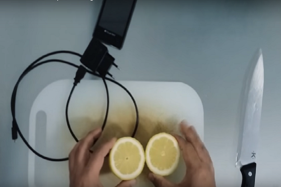 Ұялы телефонды лимонмен де қуаттандыруға болады