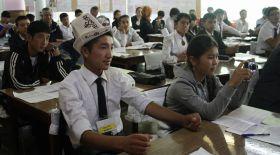 Қырғызстанда мектеп оқушыларына планшет таратылады