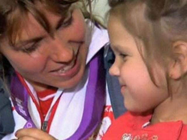 Польша спортшысы кішкене қыз үшін Олимпиадада жеңген медалін аукционға қойды
