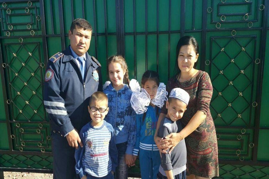 Жамбыл облысында полицей әр ұлттан бес бала асырап алды