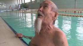 Ұлы Отан соғысының 94 жастағы ардагері жүзуден рекорд жаңартты