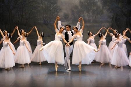 Күләш Байсейітова атындағы Ұлттық опера және балет театры - Астана төріндегі өнер ордасы