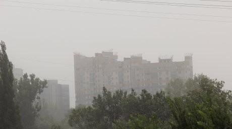 ФОТО: Алматы шаңды дауылдың астында тұр