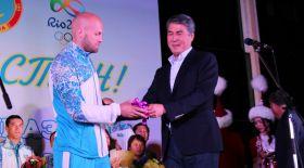 Астана әкімі Олимпиада жүлдегерлеріне автокөлік мінгізді