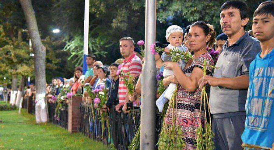 Ташкент тұрғындары Каримовпен қоштасып жатыр