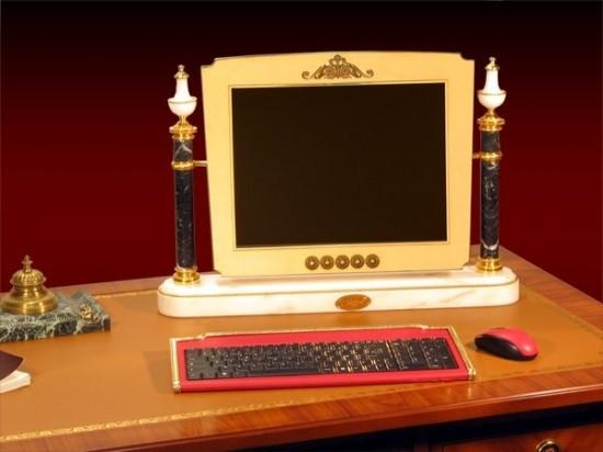 Румындық инженер компьютерді алтын мен маржаннан жасайды