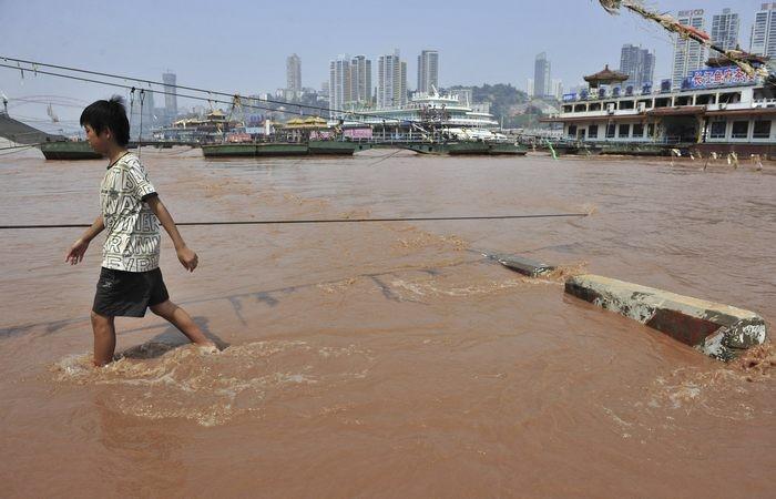 Янцзы өзені қанды қызыл түске боялды