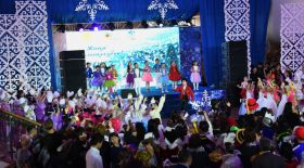 Алматылық 200 бүлдіршін Елбасы атынан жаңажылдық сыйлық алды