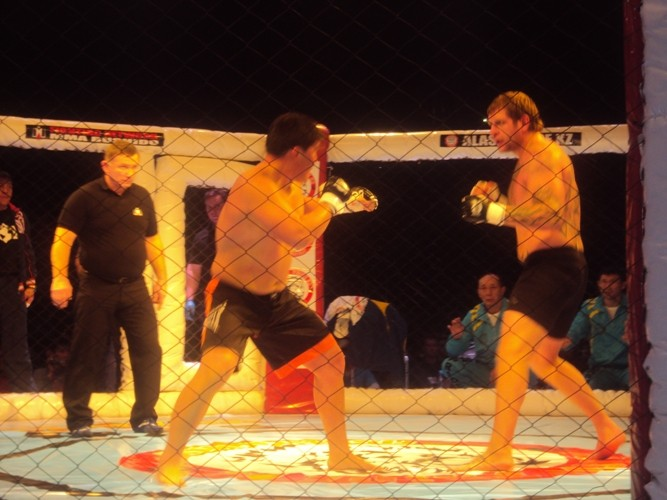 Асұлан Тоқтарбаев әлем чемпионын жерге қаратты