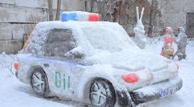 Қарағандылық полицейлер қардан арнайы машина жасап шығарды