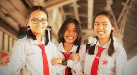 Тайланд оқушылары өз күндерін қалай бастайды?