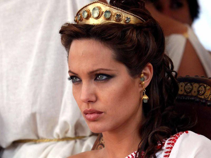 Анджелина Джоли қатты науқас болуы мүмкін