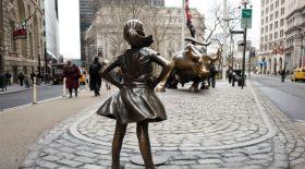 Халықаралық әйелдер күніне орай Манхэттенде «Батыл қыз» ескерткіші орнатылды