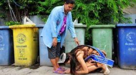 Тайландтың ең сұлу қызы анасының аяғына жығылды