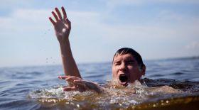 Суға батып бара жатқан адамның белгісі