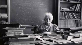 Ұлылар ұсынған кітап тізімі: Альберт Эйнштейн