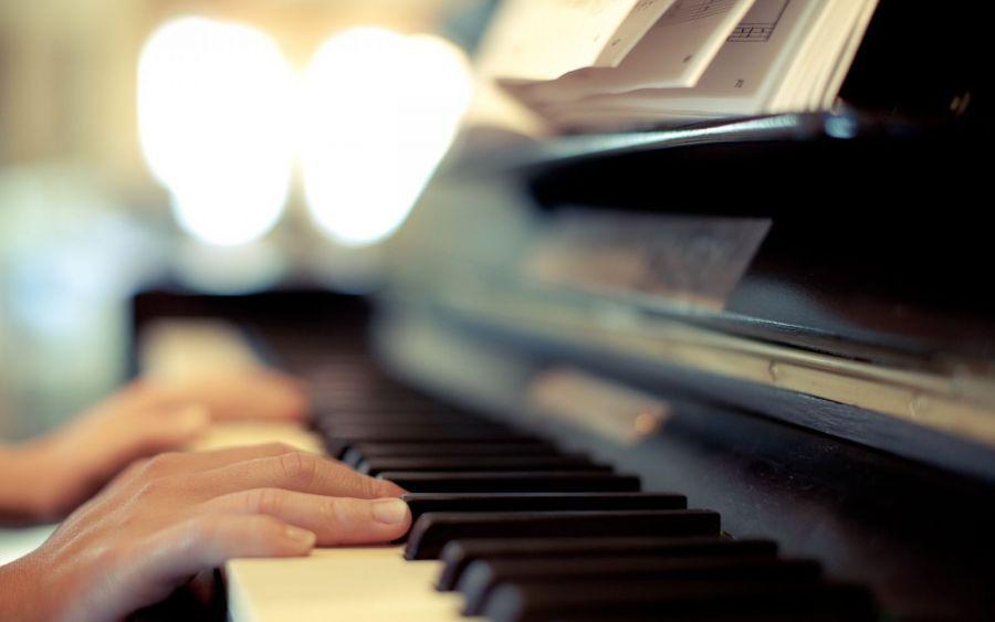 Димаш орындаған әндер фортепианода