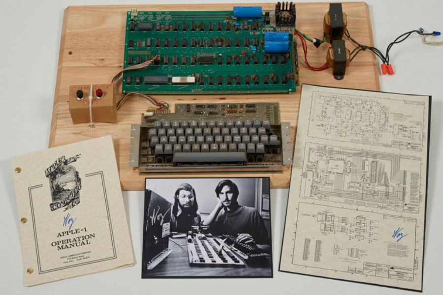 Стив Джобс өз қолымен құрастырған компьютер $ 355 мың долларға сатылды