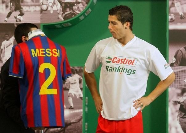 «Манчестер Юнайтед» пен «Реал» спорттық жейде сатудан көш бастап тұр