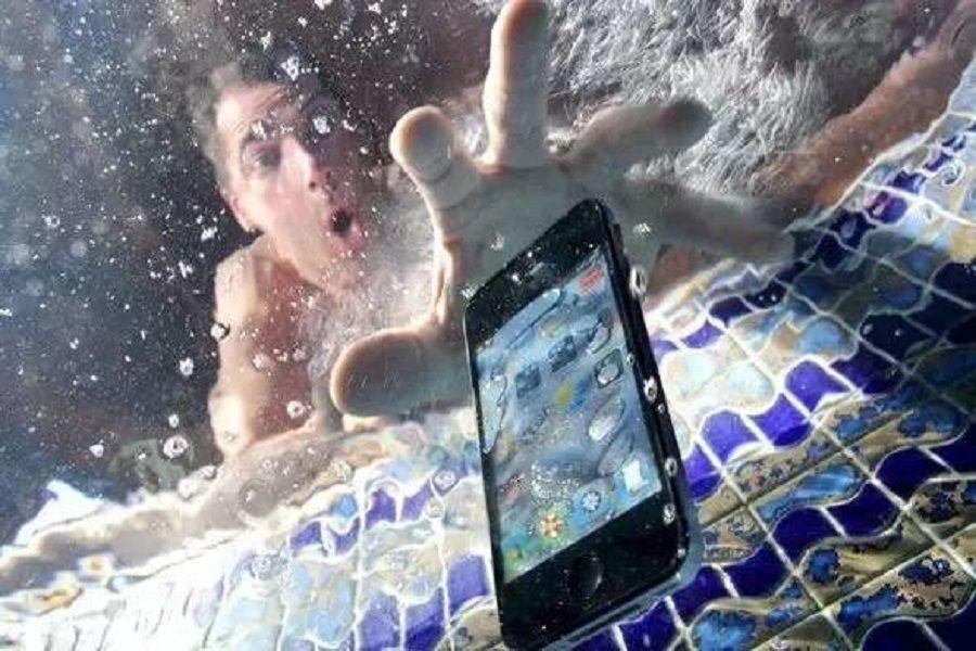 Телефонды суға түсіріп алсаңыз...