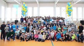 ҚБФ Головкин атындағы спорт кешеніне сый жасады