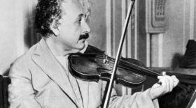 Эйнштейн скрипкада ойнаған