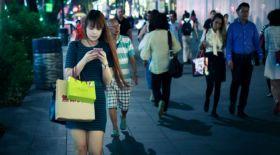 Оңтүстік Кореяда жаяу жүргіншілер телефон пайдалана алмайды