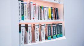 Қазақ тіліндегі 100 жаңа оқулық кітапханаларда