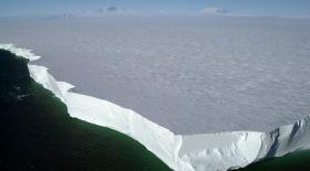 Әлемдегі ең үлкен айсберг еріп жатыр