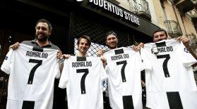 Роналдудың  футболкасы минут сайын  сатылып жатыр