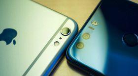 Huawei өкілдері іPhone кезегіндегі адамдарға тегін Power bank таратты