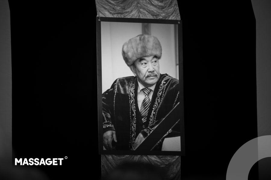 Қазақ жұрты қазақ әдебиетінің қара нары – Шерхан Мұртазаны ақтық сапарға аттандырды