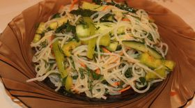 Массагеттен мәзір: Көкөністі фунчоза салаты