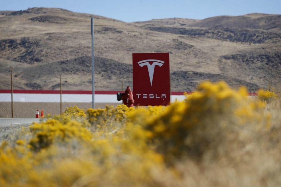 Tesla жұмысшылары тағы да қысқартуға ұшырайды