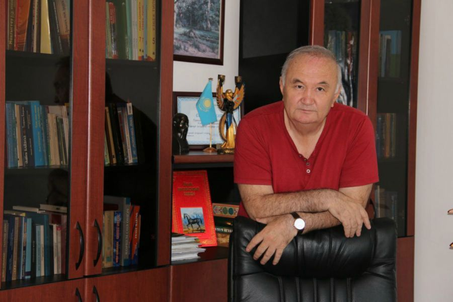 Есенғали Раушанов.