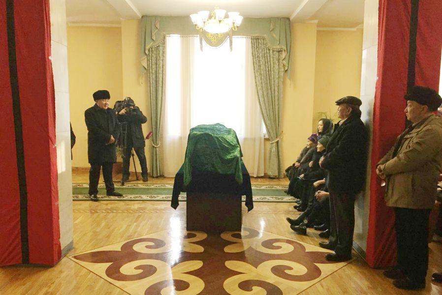 Алматы Оразақын Асқармен қоштасты