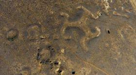 Біліп жүріңіз: Торғайдағы жердің бетіне салынған құпия суреттер