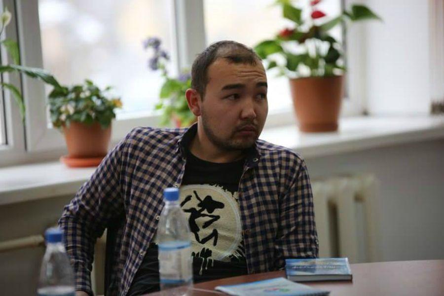 Абзал Сүлеймен.