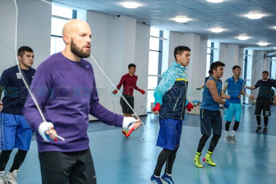 Болгарияда бақ сынайтын боксшылар