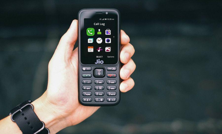 Батырмалы телефон ұстау сәнге айнала ма?