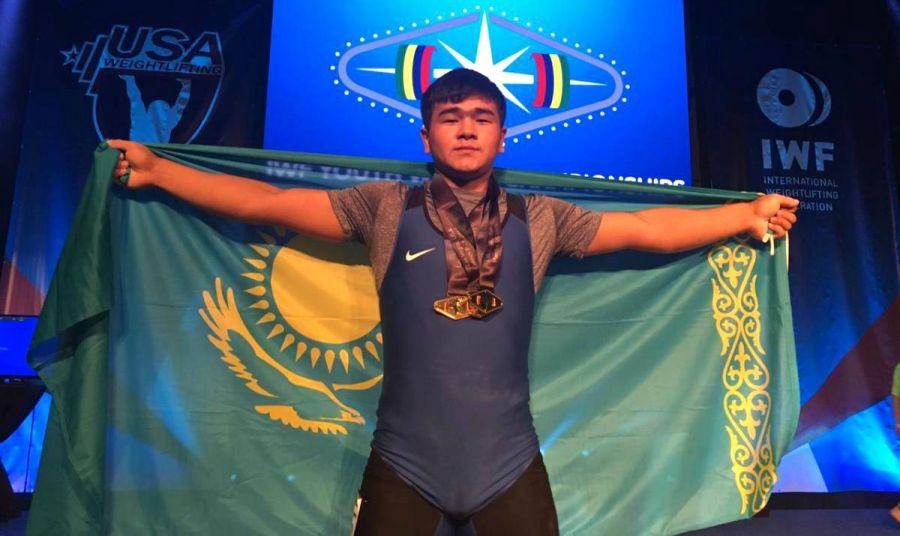 Үшінші алтын! Қазақстандық жас ауыр атлет әлем чемпионы атанды