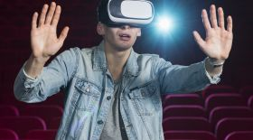 VR (виртуалды ақиқат) негізін қалаушы
