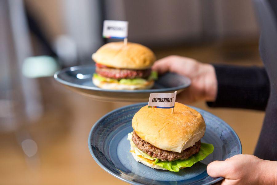 Жасанды еттен дайындалған бургер: айырмашылығы, құрамы, бағасы