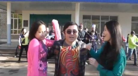 ВИДЕО: Оралдық студенттер Gangnam Style-ға пародия түсірді