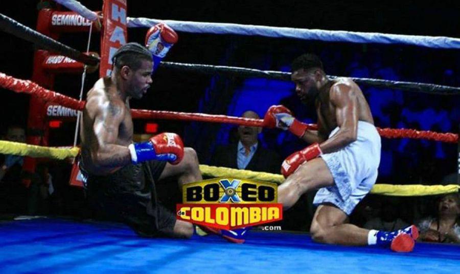 Екі боксшы бірден нокдаунға түсті