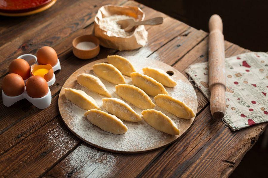 Бәлішке арналған қамыр: 6 дәмді рецепт