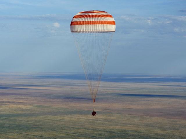 ХҒС-ның үш ғарышкері қазақ даласына сәтті қонды