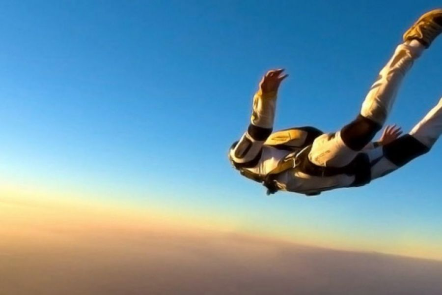 Парашют ашылмай қалды. 1500 метр биіктен сәтсіз секірген әйел аман қалды